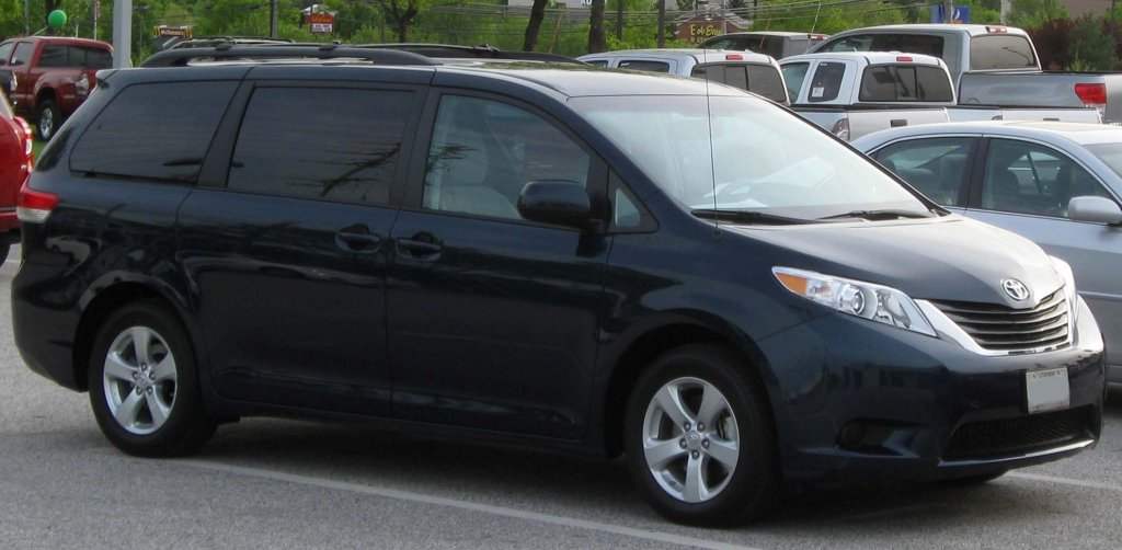 2011_Toyota_Sienna_LE_--_04-20-2010.jpg